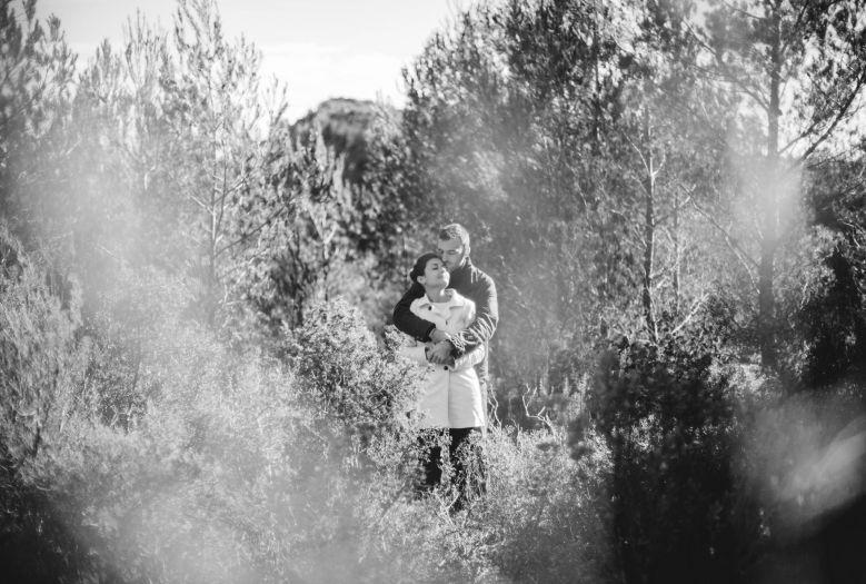 dans tes bras, je me sens bien-session engagement-Sarah Galvan Photographe-17