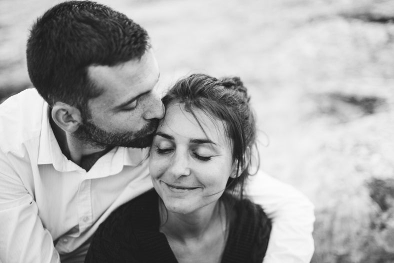 Portrait couple-bisou et affection-Sarah Galvan Photographe-2
